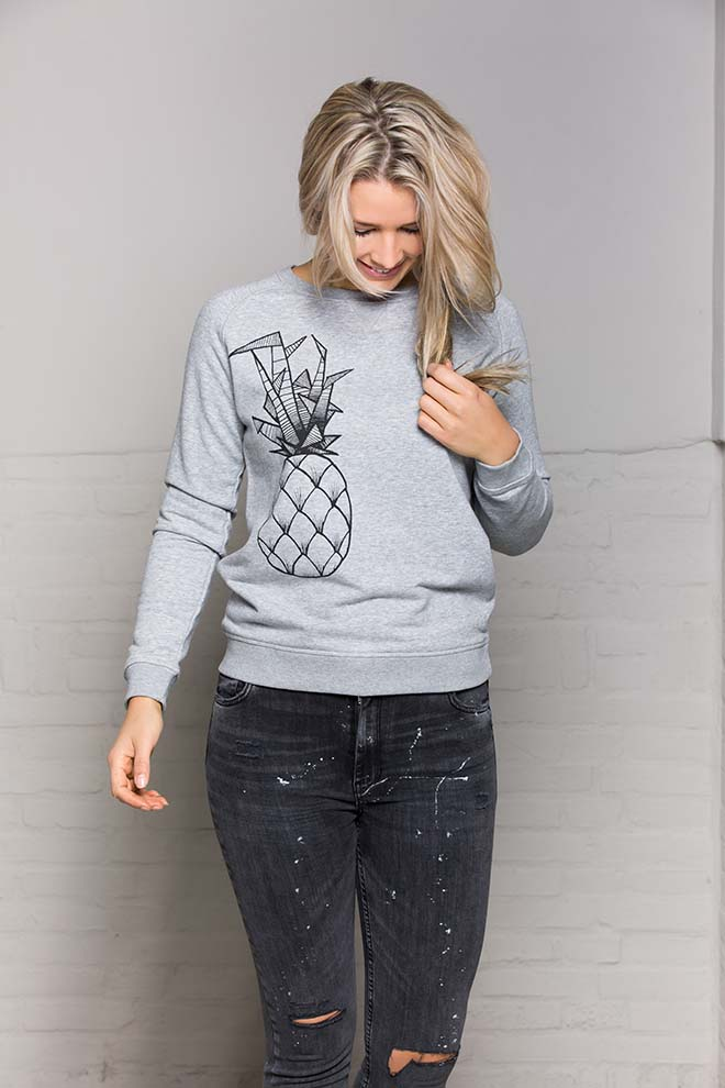 sweater-pineapple-nathalie-grey-voorkant