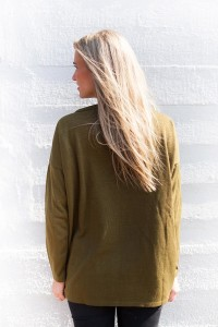 top-in-olive-green-achterkant