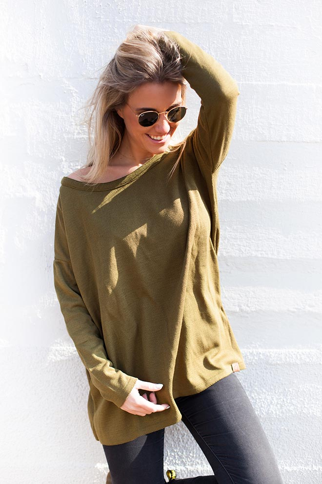 top-in-olive-green-voorkant