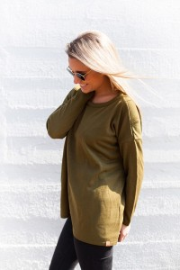 top-in-olive-green-zijkant